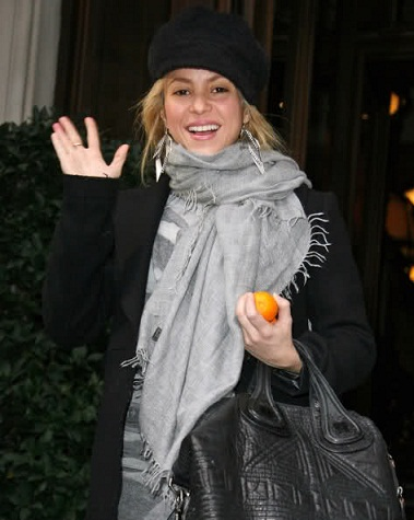 Shakira without makeup winter cloths