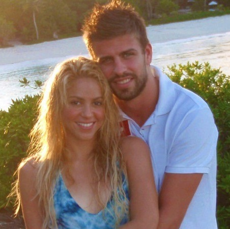 Shakira without makeup with hunband